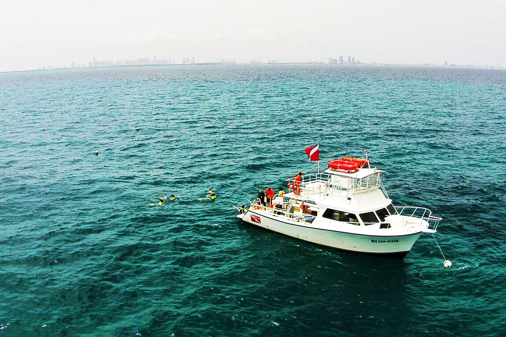 deco-diver-boat-aerial